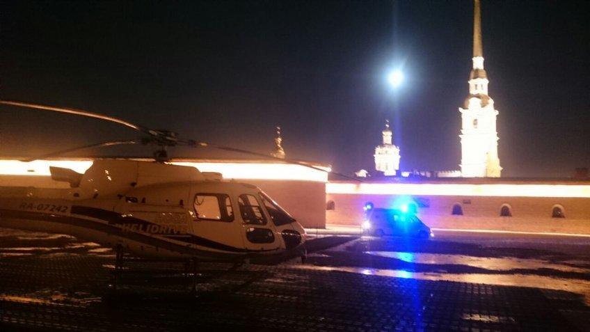 УПетропавловской крепости приземлился вертолёт спострадавшей вЛенобласти девочкой